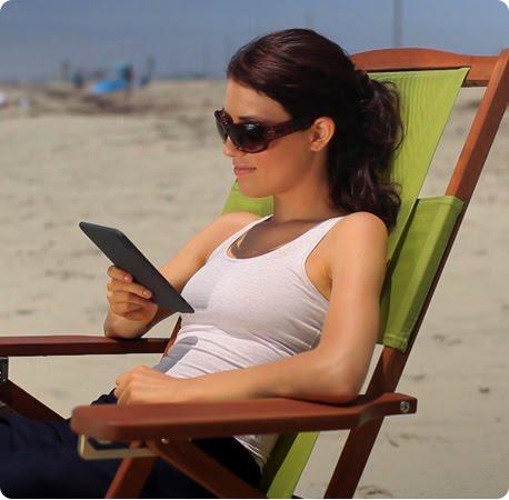Kindle-Woman-img_beach-doug-01._V188698996_